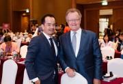 Ông Nguyễn Đức Sơn và Giáo sư John A Quelch